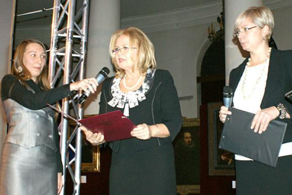 Dyrektor Małgorzata Zaława-Dąbrowska przemawia podczas uroczystości wręczenia nagród Menedżer Roku 2011