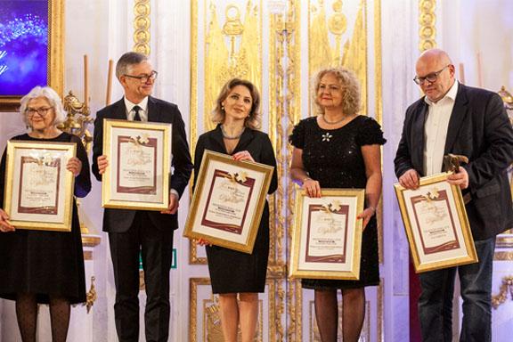 Dyrektor Małgorzata Zaława-Dąbrowska odbiera dyplom konkursu Menedżer Roku 2018