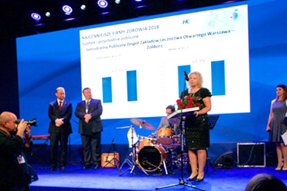 Dyrektor Małgorzata Zaława-Dąbrowska odbiera dyplom konkursu Najcenniejsza Firma Zdrowia 2018